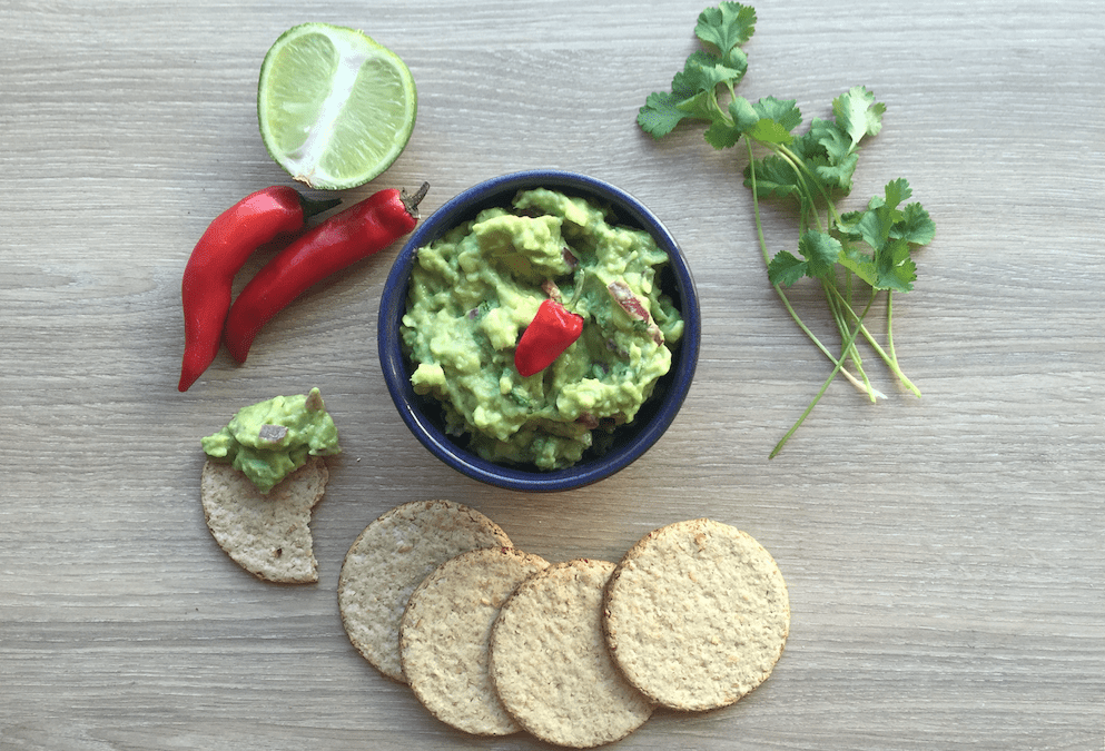 Smashed-avocado-and-with-gluten-free-crackers-993x675