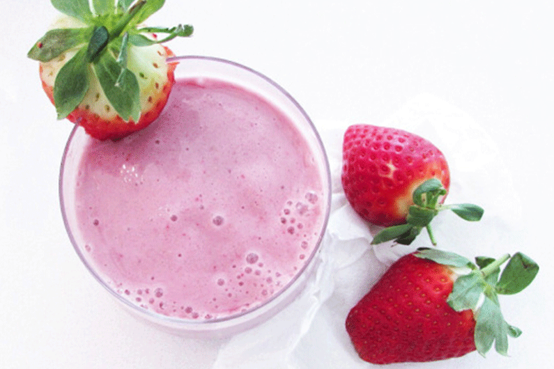 Strawberry-and-banana-smoothie-with-H3O-Hydration