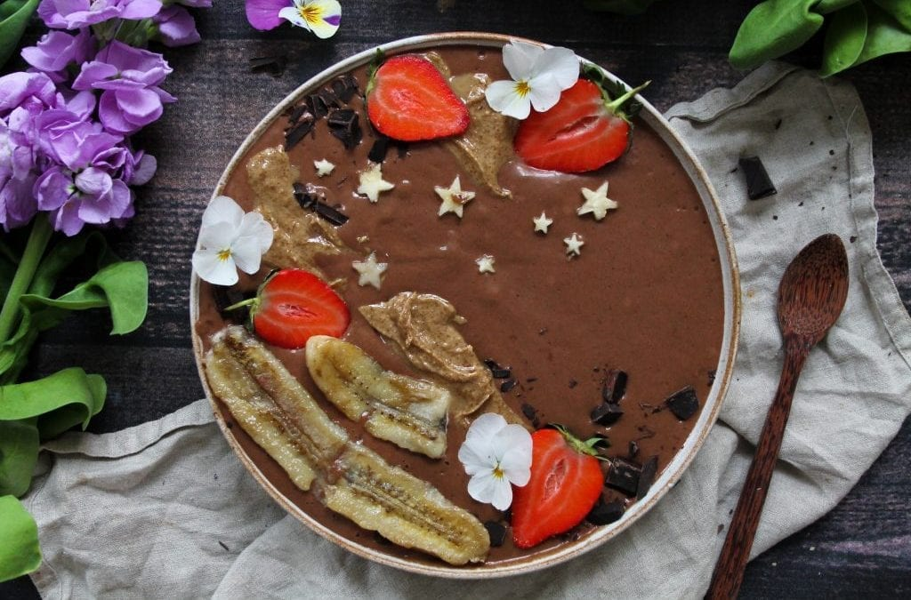 chocolate-peanut-butter-smoothie-bowl-with-caramelised-banana-1024x675