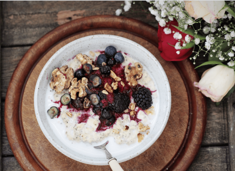 Banana Protein Porridge with berry compote